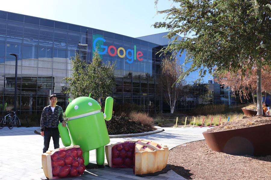 Googleplex 最新のドロイド君と撮影