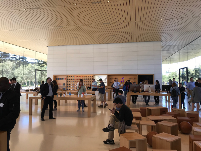 Apple Park Visitor CenterのApple Store