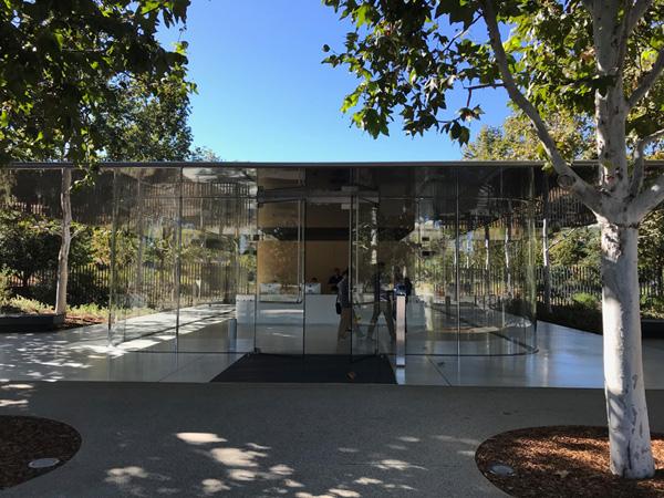 本社キャンパス (Apple Park)は、Apple社員とのアポイントメントがないと中に入れない